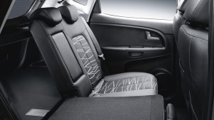 kia_venga_my15_side_view_40_60_seats_split__6387_30942